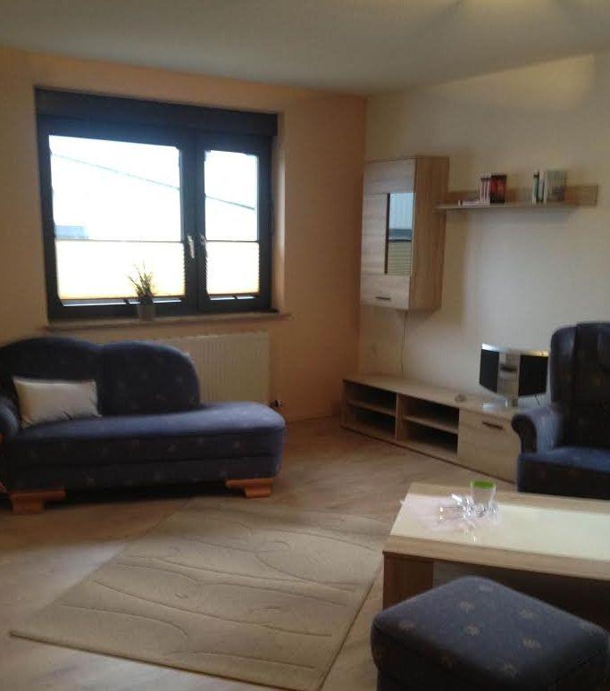 Elegante Wohnzimmer Ausstattung bei 1A Ferienwohnungen Sturm.